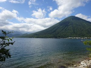 中禅寺湖と男体山
