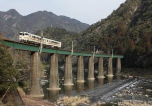 飛騨川を渡る高山本線